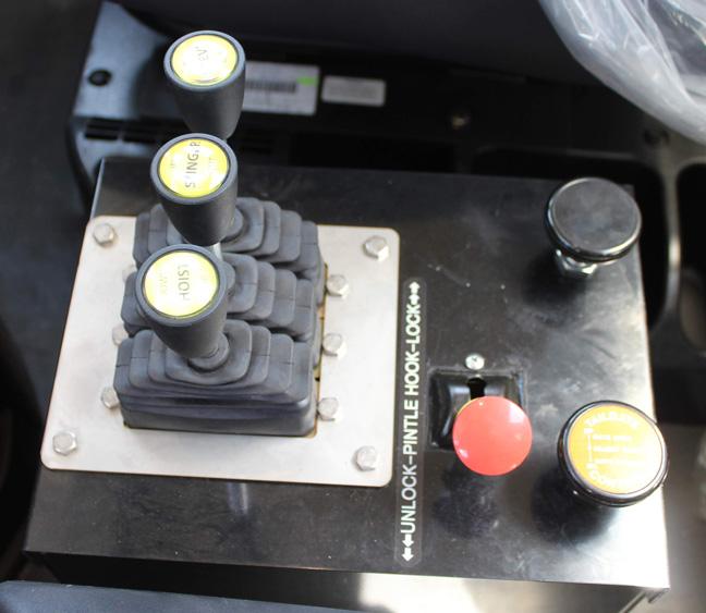 Tri-axle-On-Trux-rolloff-or-roll-off-system-galvanized-International-HX-(11)