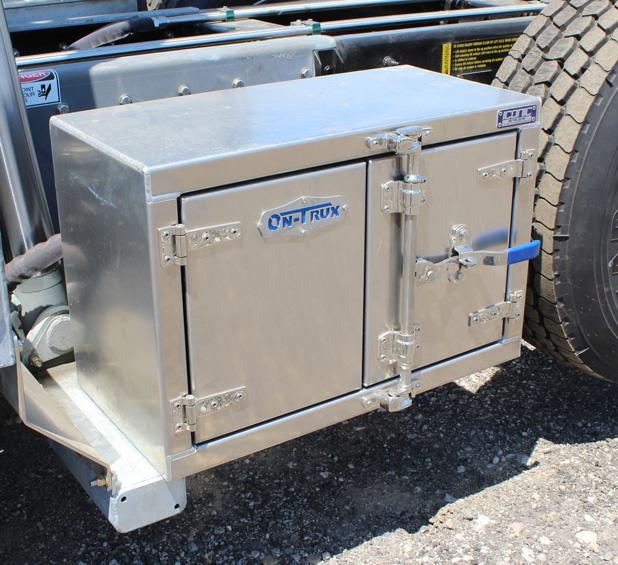 Tri-axle-On-Trux-rolloff-or-roll-off-system-galvanized-International-HX-(15)