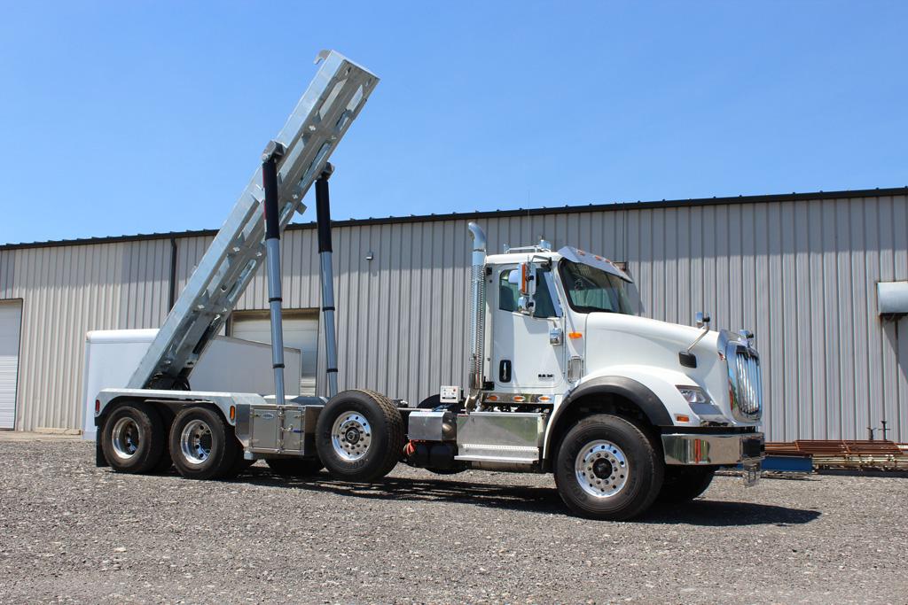 Tri-axle-On-Trux-rolloff-or-roll-off-system-galvanized-International-HX-(17)