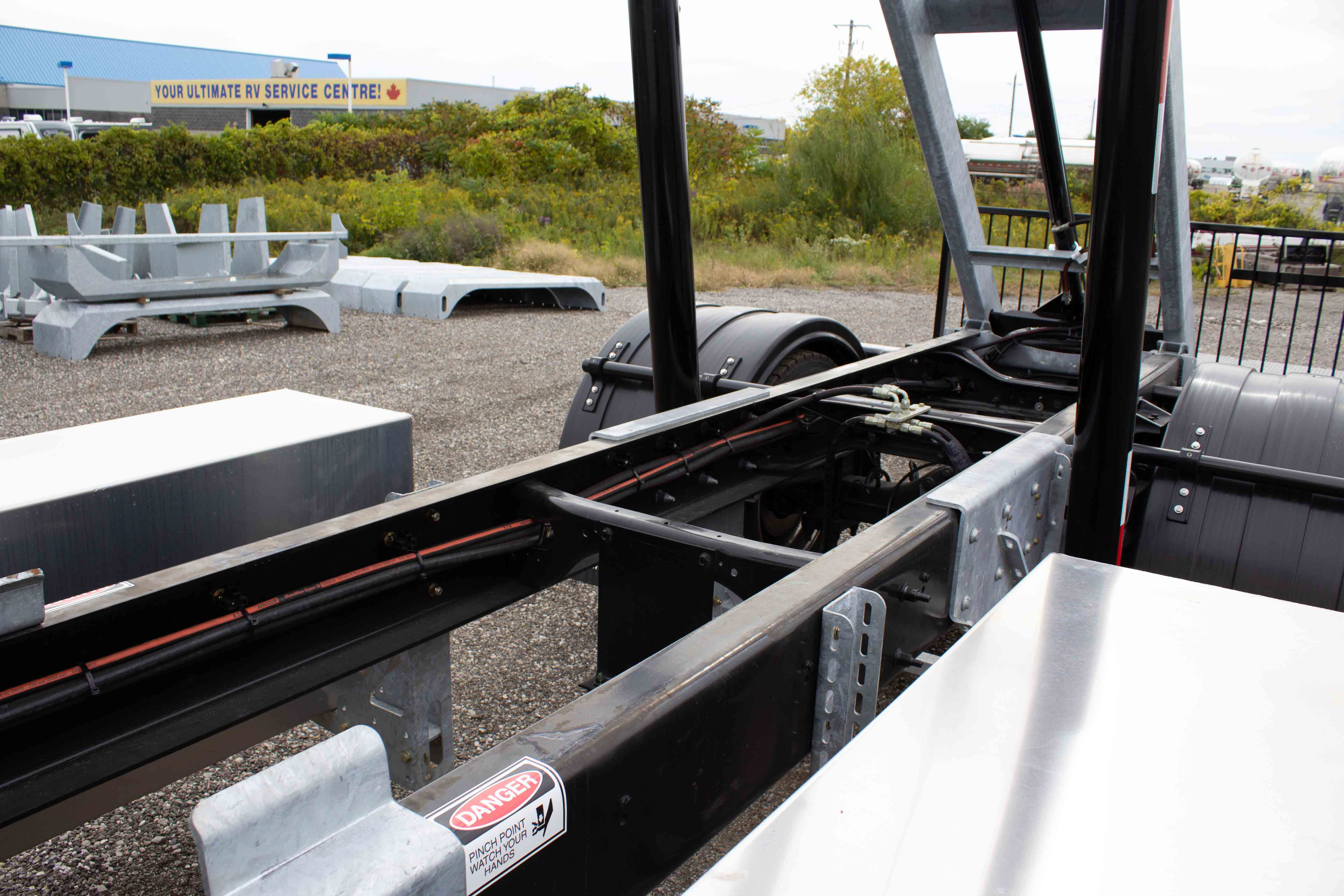 SINGLE AXLE ON TRUX ROLL OFF SYSTEM INTERNATIONAL MV EXTENDED CAB (3)