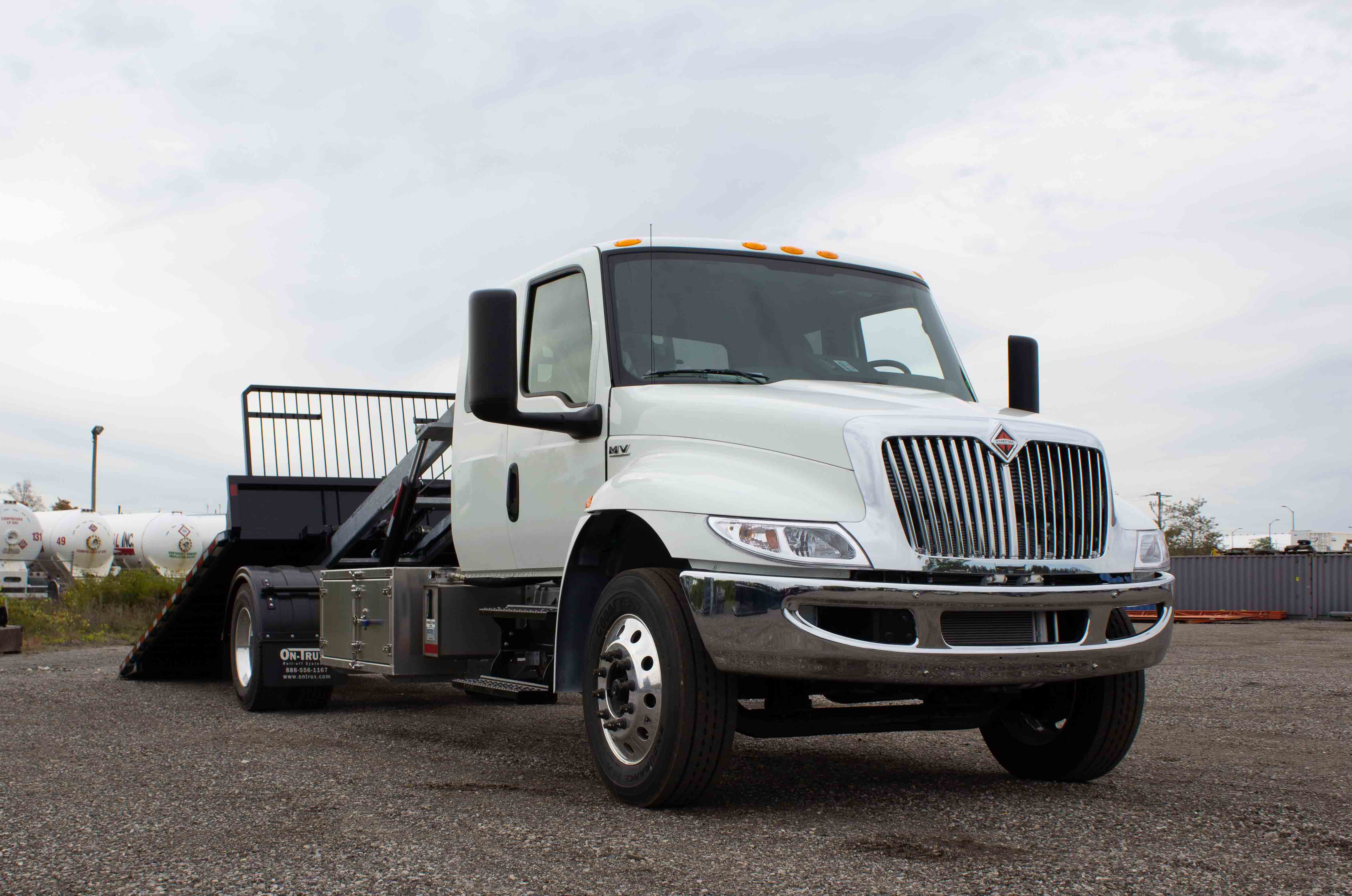 SINGLE AXLE ON TRUX ROLL OFF SYSTEM INTERNATIONAL MV EXTENDED CAB (7)