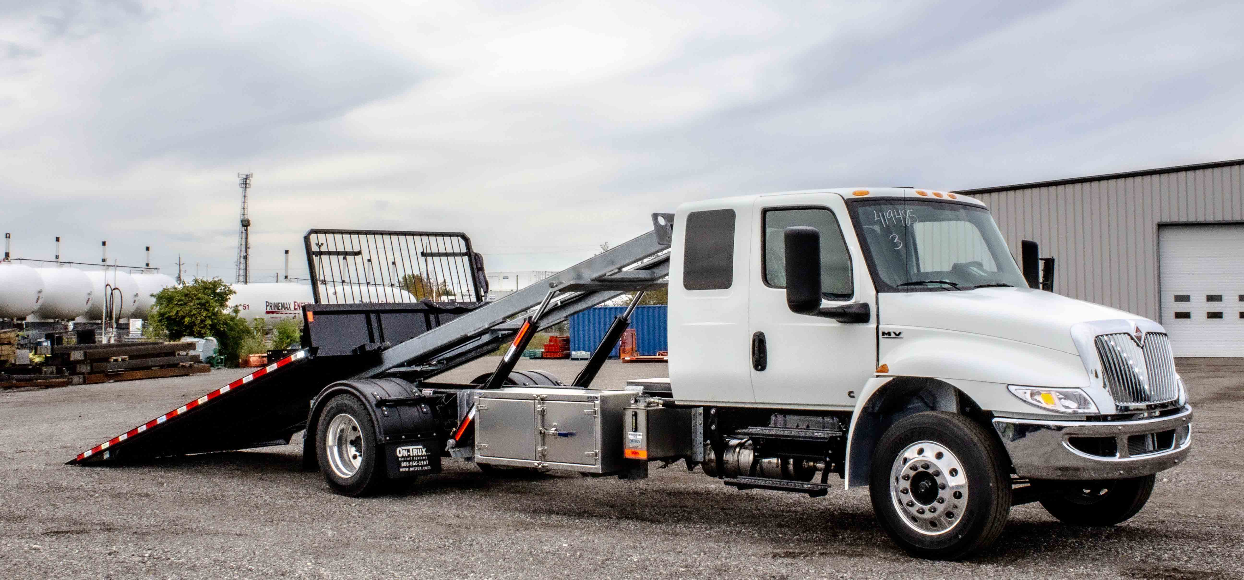 SINGLE AXLE ON TRUX ROLL OFF SYSTEM INTERNATIONAL MV EXTENDED CAB (8)