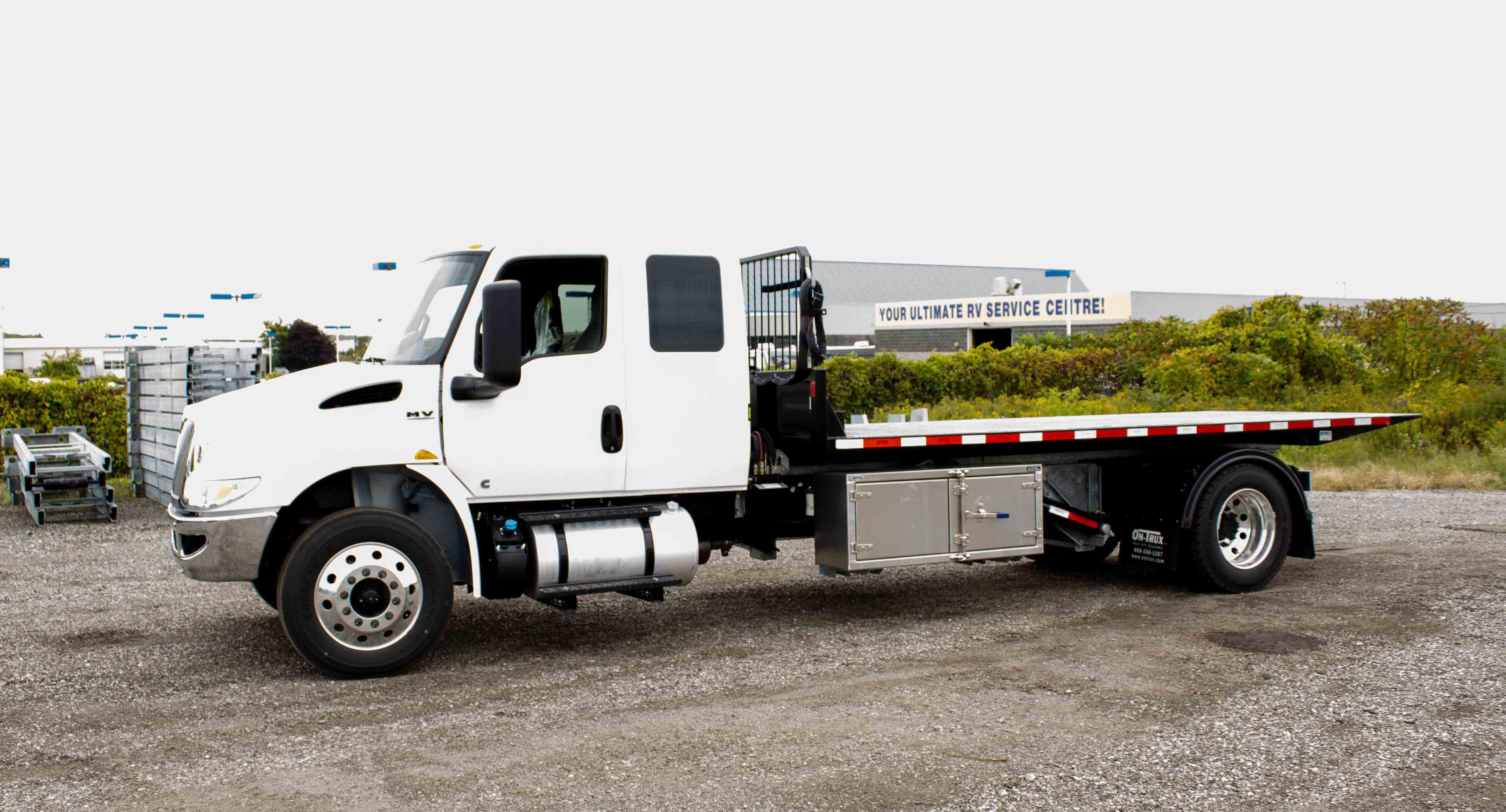 SINGLE AXLE ON TRUX ROLL OFF SYSTEM INTERNATIONAL MV EXTENDED CAB (9)