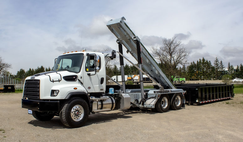 114 FREIGHTLINER TANDEM ON TRUX ROLL OFF (2)