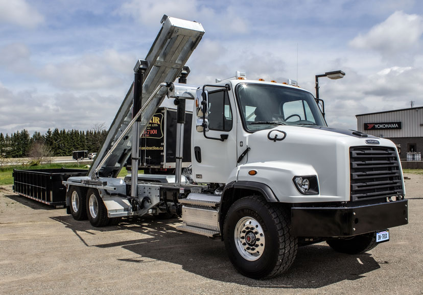 114 FREIGHTLINER TANDEM ON TRUX ROLL OFF (3)