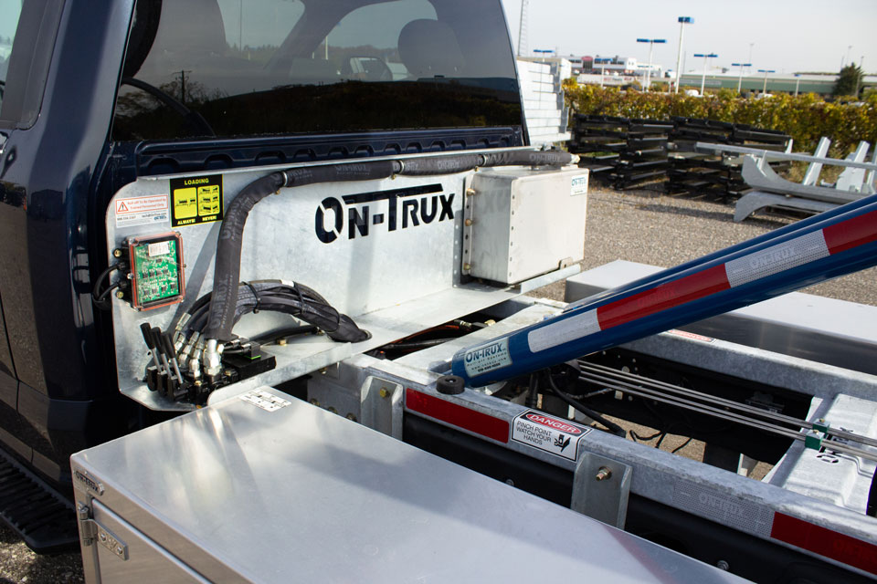 FORD F550 ROLL OFF SYSTEM ON TRUX (4)