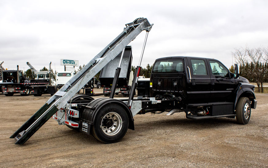 FORD F750 ON TRUX ROLL OFF (1)
