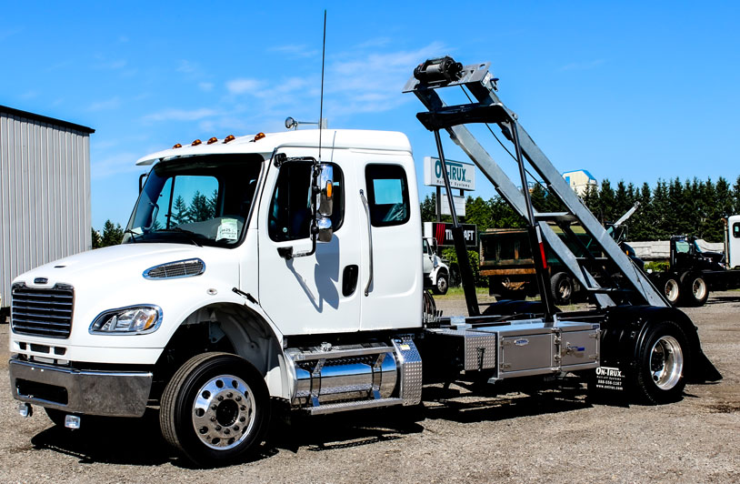 FREIGHTLINER M2 SINGLE AXLE ON TRUX ROLL OFF (1)