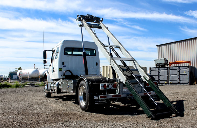 FREIGHTLINER M2 SINGLE AXLE ON TRUX ROLL OFF (10)