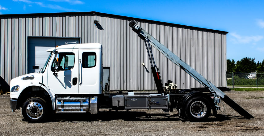 FREIGHTLINER M2 SINGLE AXLE ON TRUX ROLL OFF (11)