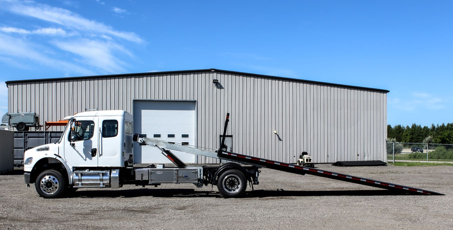 FREIGHTLINER M2 SINGLE AXLE ON TRUX ROLL OFF (2)