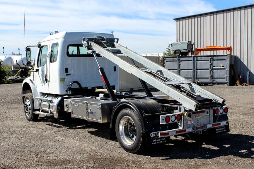 FREIGHTLINER M2 SINGLE AXLE ON TRUX ROLL OFF (3)