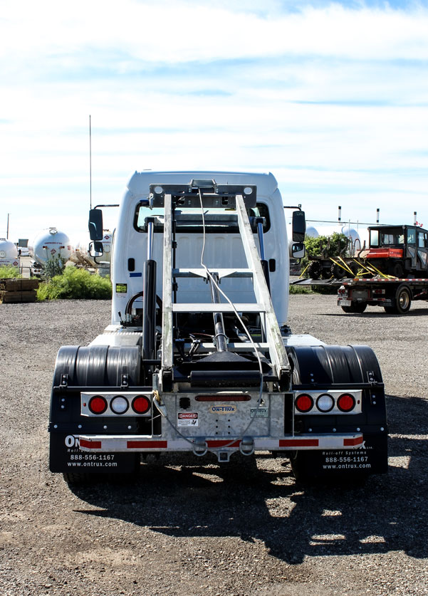FREIGHTLINER M2 SINGLE AXLE ON TRUX ROLL OFF (4)