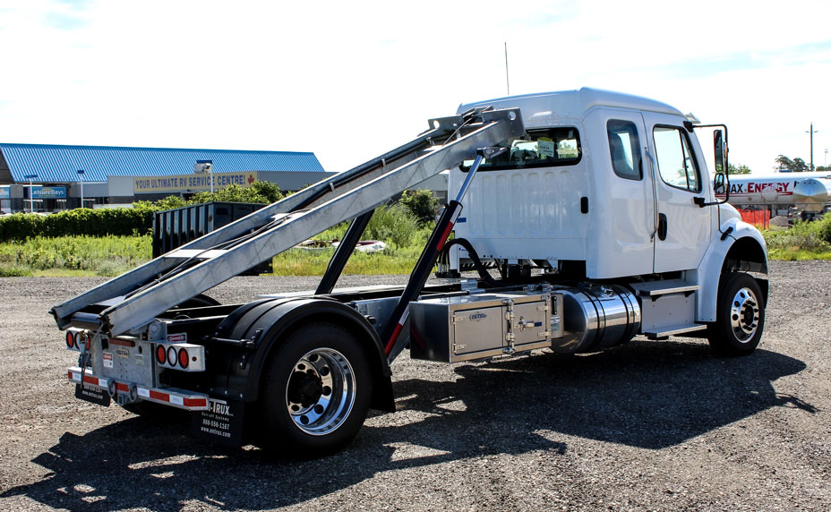 FREIGHTLINER M2 SINGLE AXLE ON TRUX ROLL OFF (5)