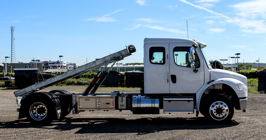 FREIGHTLINER M2 SINGLE AXLE ON TRUX ROLL OFF (6)