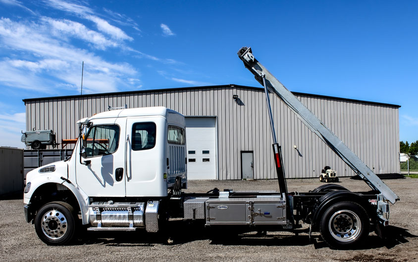 FREIGHTLINER M2 SINGLE AXLE ON TRUX ROLL OFF (9)