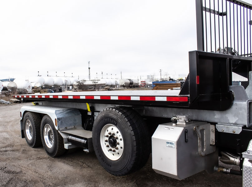 FREIGHTLINER TRI AXLE ON TRUX ROLL OFF (14)