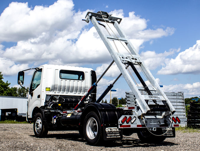 HINO 195 ON TRUX ABOVE FRAME ROLL OFF SYSTEM (13)
