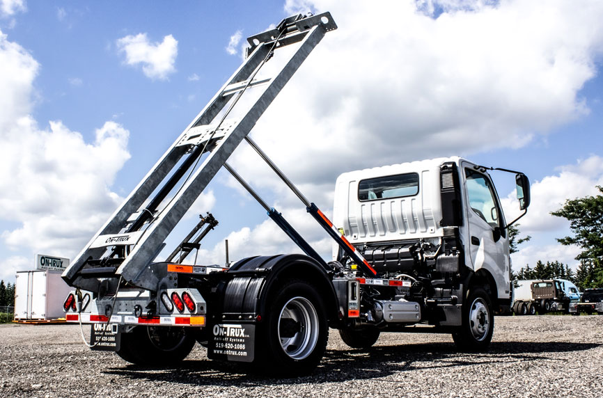 HINO 195 ON TRUX ABOVE FRAME ROLL OFF SYSTEM (2)