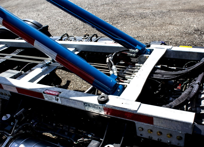 HINO 195 ON TRUX ABOVE FRAME ROLL OFF SYSTEM (3)