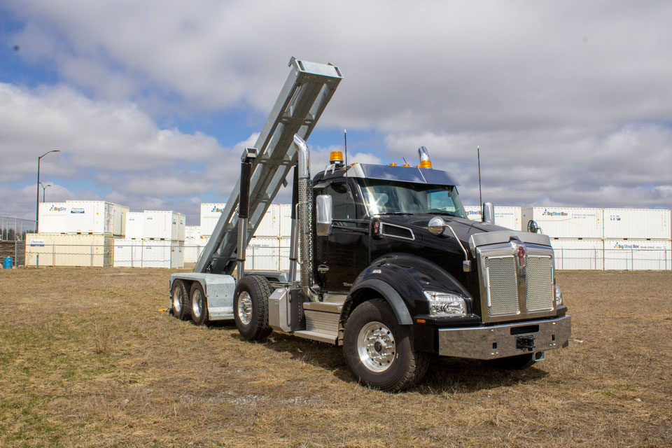 KENWORTH T880 TRI AXLE ON TRUX ROLL OFF (13)