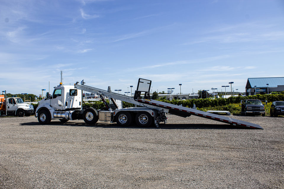 KENWORTH T880 Tri Axle On Trux Roll Off System (9)