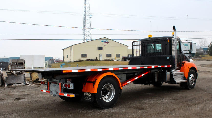 ON TRUX FLAT DECK ROLL OFF AND HOOK LIFT (4)