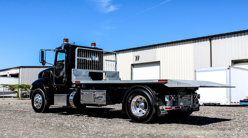PETERBILT ROLL OFF ON TRUX SINGLE AXLE (2)