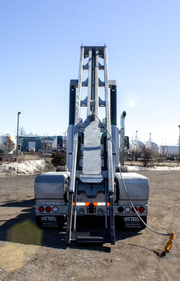 PETERBILT TRI AXLE ON TRUX ROLL OFF (1)