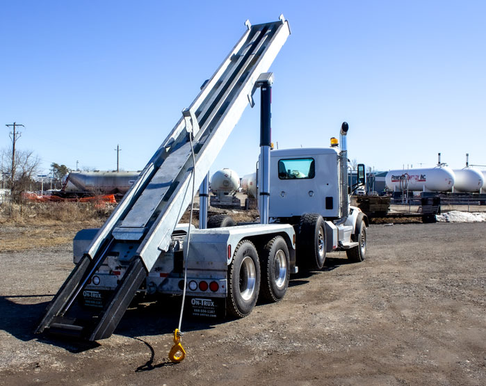 PETERBILT TRI AXLE ON TRUX ROLL OFF (2)