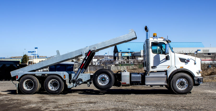 PETERBILT TRI AXLE ON TRUX ROLL OFF (4)