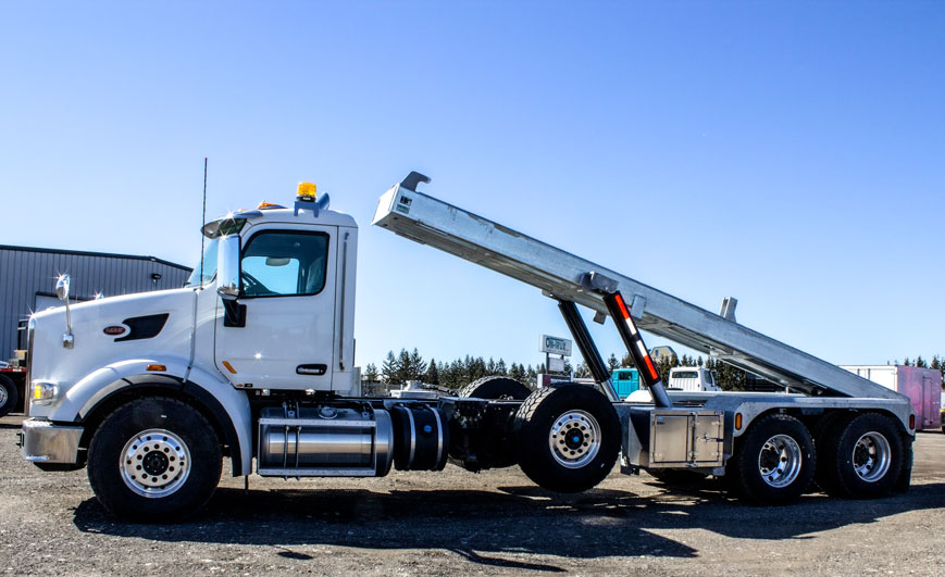 PETERBILT TRI AXLE ON TRUX ROLL OFF (7)