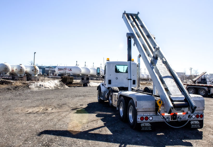 PETERBILT TRI AXLE ON TRUX ROLL OFF (8)