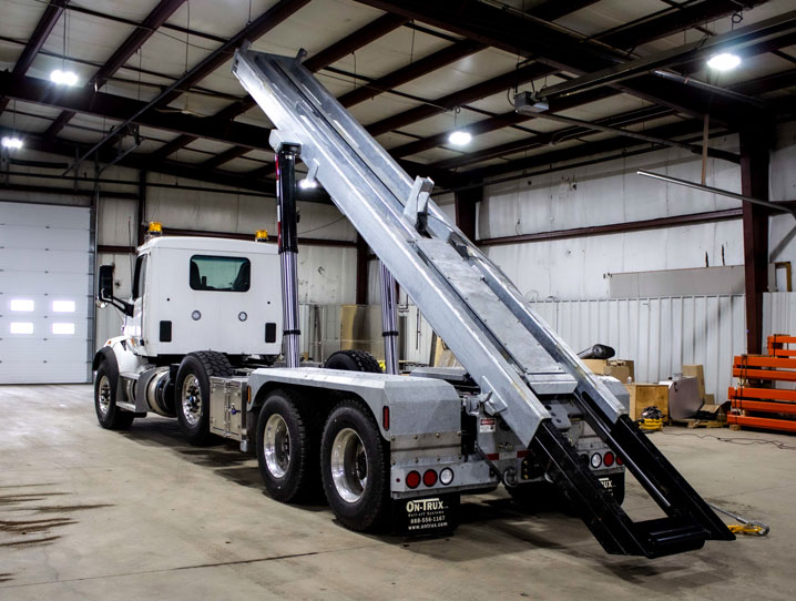 PETERBILT TRI AXLE ON TRUX ROLL OFF (9)