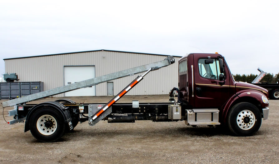 SINGLE AXLE ROLL OFF FREIGHTLINER ON TRUX (4)