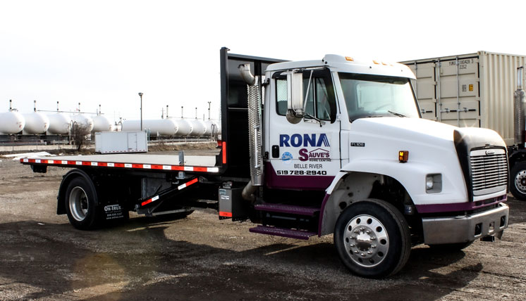 SINGLE AXLE ROLL OFF FREIGHTLINER ON TRUX (5)