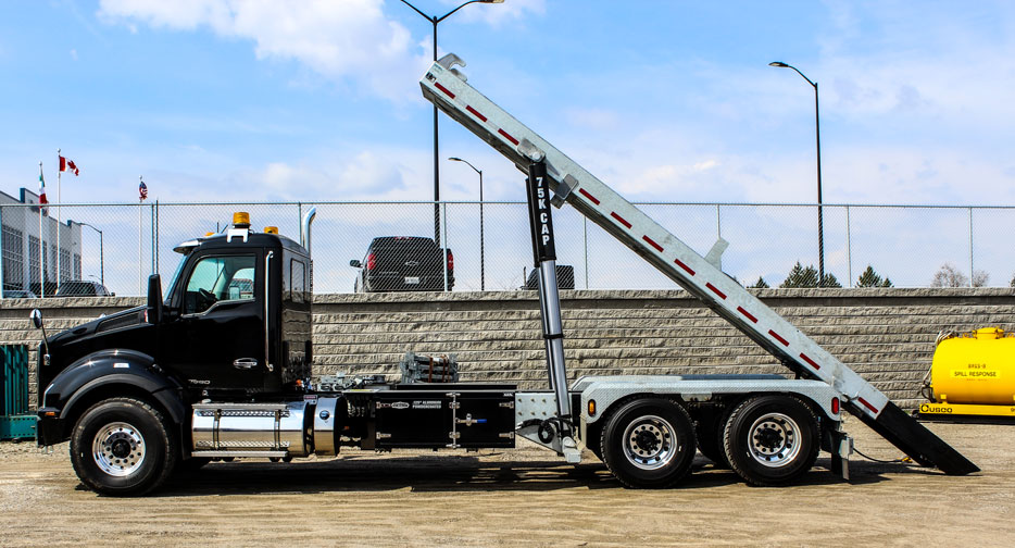TANDEM KENWORTH ROLL OFF ON TRUX (1)