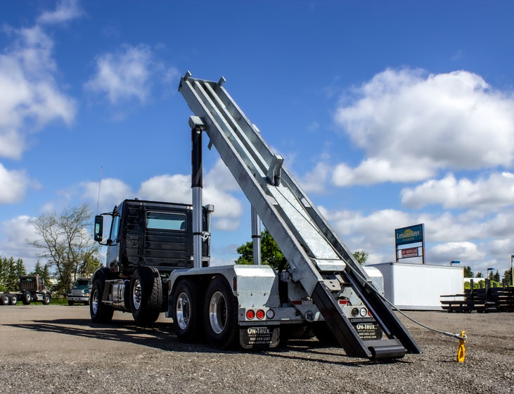 VOLVO TRI AXLE ON TRUX ROLL OFF (3)
