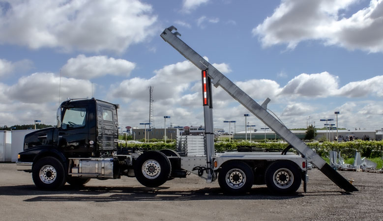 VOLVO VHD TRI AXLE ON TRUX ROLL OFF (5)