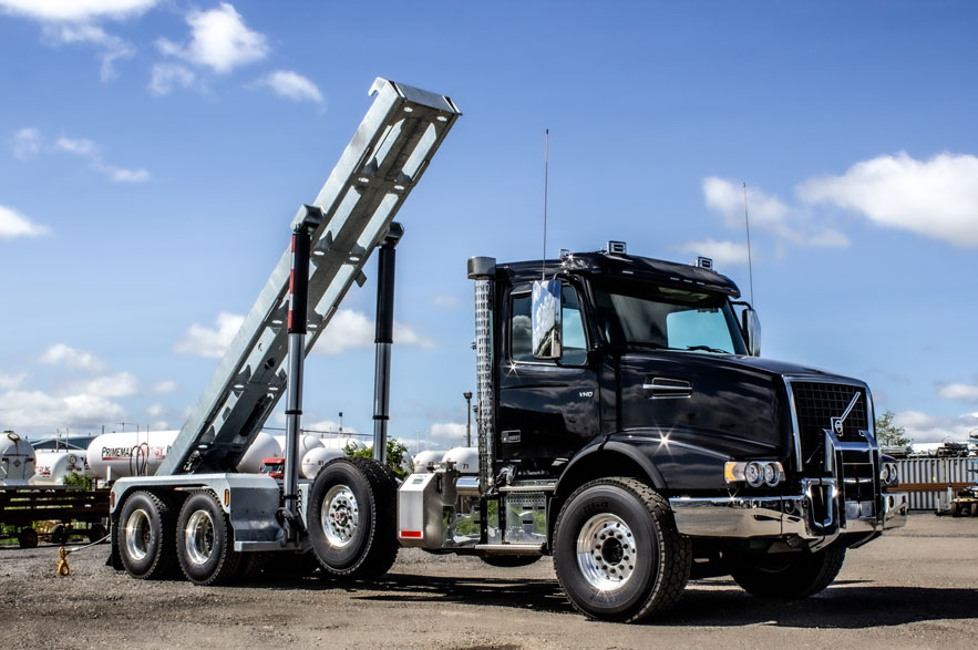 VOLVO VHD TRI AXLE ON TRUX ROLL OFF (7)