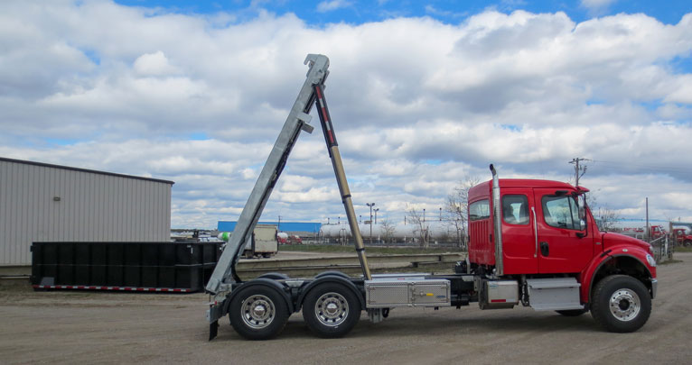 2017 FREIGHTLINER M2 ON TRUX TANDEM ROLL OFF SYSTEM (1)