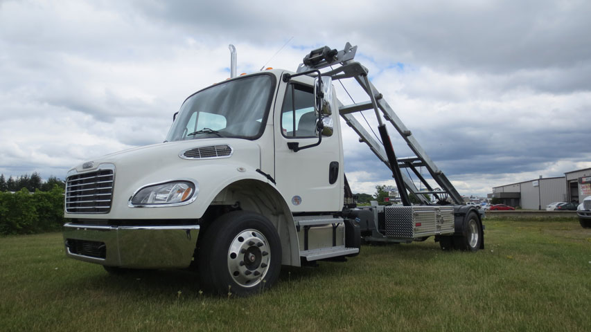 2020 FREIGHTLINER M2 ON TRUX ROLL OFF (19)