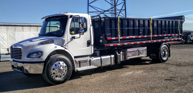 2020 FREIGHTLINER M2 ON TRUX ROLL OFF (23)