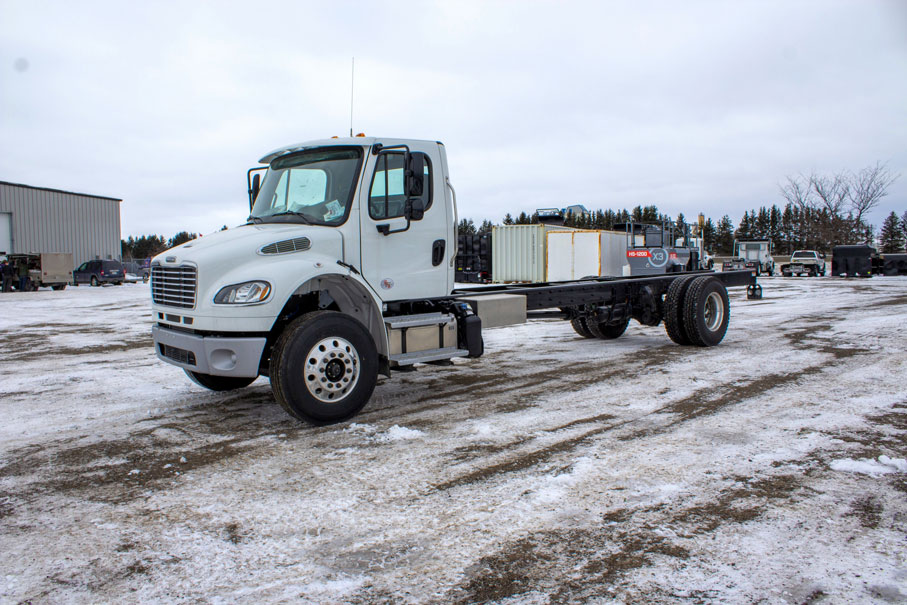 2020 FREIGHTLINER M2 ON TRUX ROLL OFF (6)