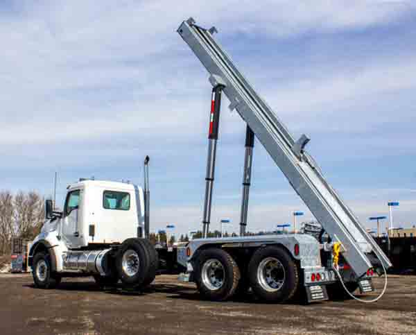 2020 KW T880 MANUAL TRI ON TRUX ROLL OFF (25)