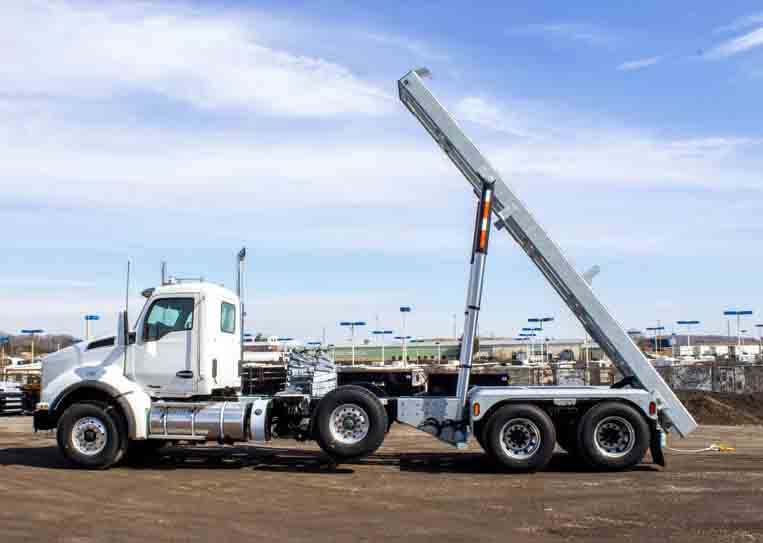 2020 KW T880 MANUAL TRI ON TRUX ROLL OFF (36)