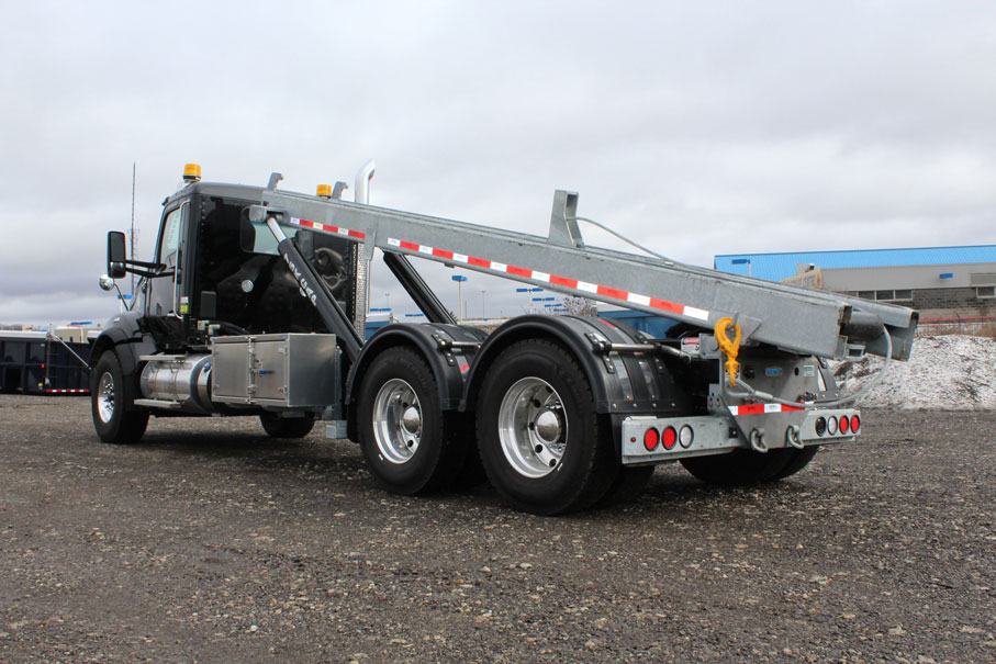 KW T880 BLACK ON TRUX ROLL OFF (21)