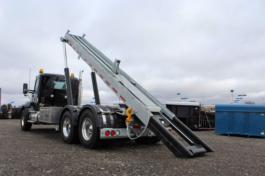 KW T880 BLACK ON TRUX ROLL OFF (22)