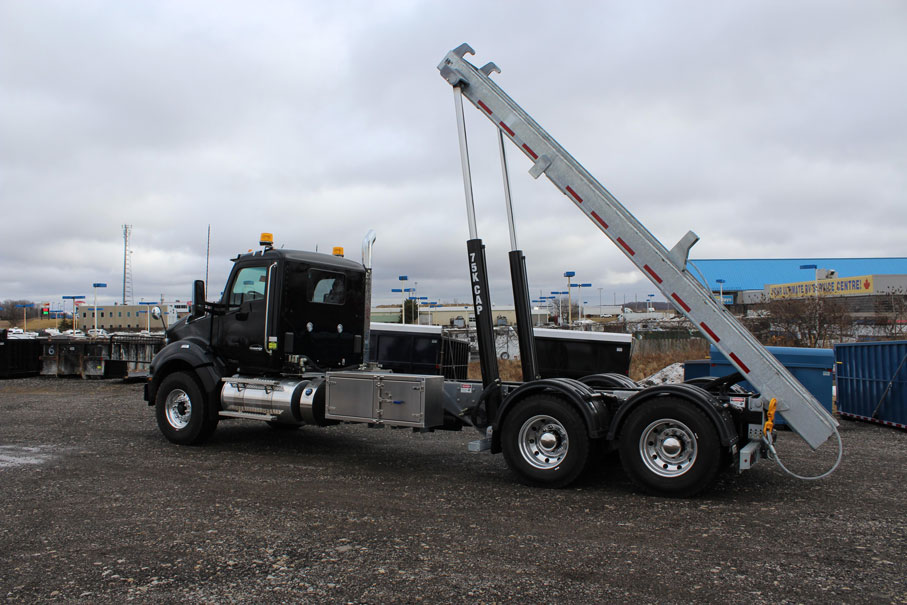 KW T880 BLACK ON TRUX ROLL OFF (27)