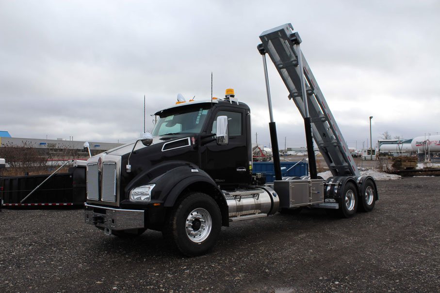 KW T880 BLACK ON TRUX ROLL OFF (29)